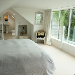 Guest suite in dormer loft extension